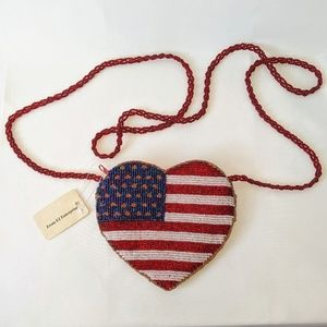 Super cute American flag beaded shoulder pouch